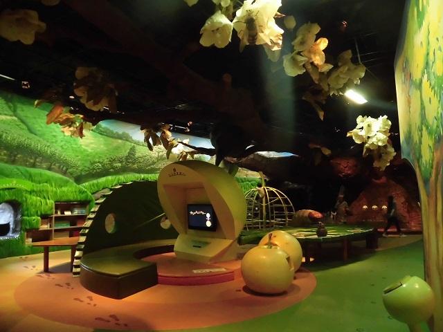 二十世紀梨記念館なしっこ館内の梨の不思議ガーデン内の様子